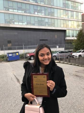 Fuzia Founder Riya Sinha. gets the \'Iconic Teen Entrepreneur\' Award